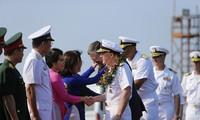 美国海军舰艇编队继续在岘港市的交流活动