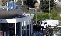 法国特雷布斯镇举行活动缅怀人质劫持事件遇害者