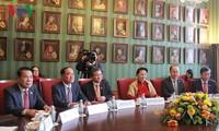 阮氏金银与荷兰议会一院议长举行会谈
