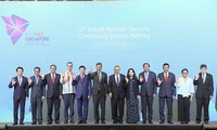 第17届东盟政治安全共同体理事会会议(APSC)和第21届东盟协调理事会会议(ACC)在新加坡举行