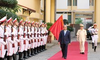 胡志明主席的六条教导一向是人民公安力量行动的指南针