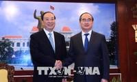 胡志明市领导人设宴招待中共中央代表团