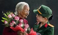 一组歌颂越南英雄母亲和为国牺牲的战士的佳作