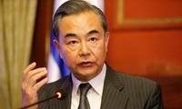 中国和新加坡同意支持多边主义和自由贸易
