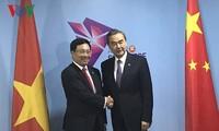 范平明会见中国外长王毅和欧盟外交和安全政策高级代表