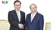 阮春福会见越南驻韩国釜山-庆尚南道地区名誉总领事朴水观
