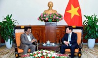 范平明会见孟加拉国外交部常务副部长哈克