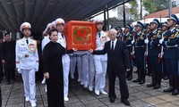 陈大光主席追悼会和安葬仪式隆重举行
