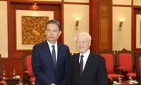 阮富仲会见中国共产党代表团和古巴高级代表团