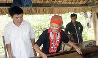 河江省北光县瑶族的粗纸制造业