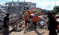 印尼地震海啸:与时间赛跑救助遇险者