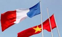加强越法两国合作