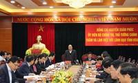 阮春福与和平省主要领导人座谈
