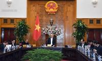 阮春福主持政府常务委员会会议  讨论越共13大经济社会小组工作