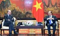 越南政府总理阮春福会见意大利-东盟协会主席恩里科·莱塔