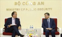 越南公安部部长苏林会见英国外交部亚太事务国务大臣马克·菲尔德