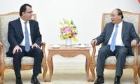 阮春福会见智利和加拿大驻越大使