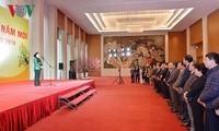 越南国会主席阮氏金银向国会和国会办公厅领导人拜年