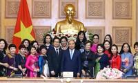 越南政府总理阮春福会见优秀女企业家