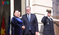 阮氏金银与法国国民议会议长理查德·费朗举行会谈