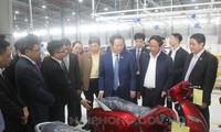 越南国会副主席冯国显视察海防市