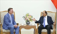 越南政府总理阮春福会见德国图林根州州长拉梅劳