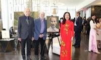 加拿大画家举办胡志明主席主题画展