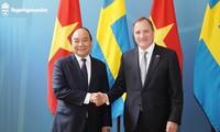 越南政府总理阮春福与瑞典首相勒文举行会谈