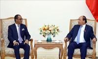 越南政府总理阮春福会见东帝汶外交与合作部部长苏亚雷斯