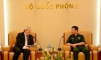 越南人民军总参谋长会见捷克众议院副议长