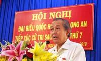 张和平副总理接触隆安省德和县选民
