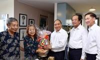 阮春福探望并向胡志明市老新闻工作者致以革命新闻节祝贺