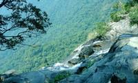 雄伟壮观的杜鹃瀑布