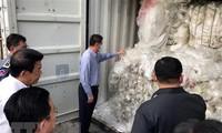 柬埔寨将83个塑料垃圾集装箱送回美国和加拿大