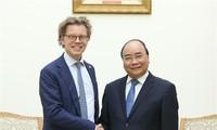 越南政府总理阮春福会见瑞典驻越南大使霍格贝尔格