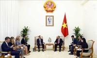 阮春福会见欧盟驻越南代表团团长安格莱特