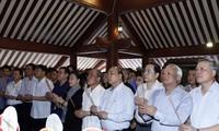 越南政府总理和国会主席上香缅怀胡志明主席