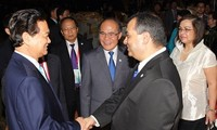 PM Nguyen Tan Dung memimpin resepsi kenegaraan untuk menghormat para peserta IPU-132