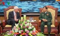 Menhan Phung Quang Thanh menerima Wakil Sekjen PBB urusan aktivitas penjagaan perdamaian