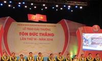 Remise du prix Tôn Duc Thang