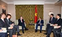 Le PM Nguyên Xuân Phuc rencontre des hauts responsables de l'UE