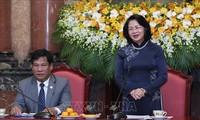 Dang Thi Ngoc Thinh reçoit des personnes influentes de la province de Dông Nai