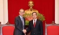 Nguyên Van Binh souhaite la bienvenue à l'investisseur Google