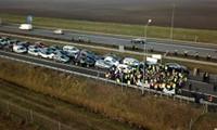 Pologne: des agriculteurs en gilet jaune protestent à la française