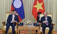 Entretien entre Nguyên Xuân Phuc et son homologue laotien