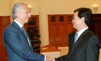 Premierminister Dung trifft Generaldirektor von Gazprom Neft Dyukov