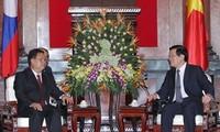 Staatspräsident Sang trifft Laos Vize-Parlamentspräsident Somphan