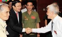 Der Staatspräsident trifft ehemalige Gefangene