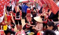 """Treffen zum Festtag """"Kieng gio"""" der Volksgruppe der Dao in Binh Lieu"""