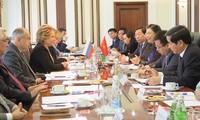 Vize-Parlamentspräsidentin Tong Thi Phong trifft Duma-Politiker